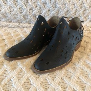 Musse and Cloud laser cut bootie black